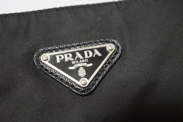 プラダのナイロンバッグ